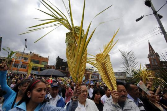 catholics-palm-sunday-bogota